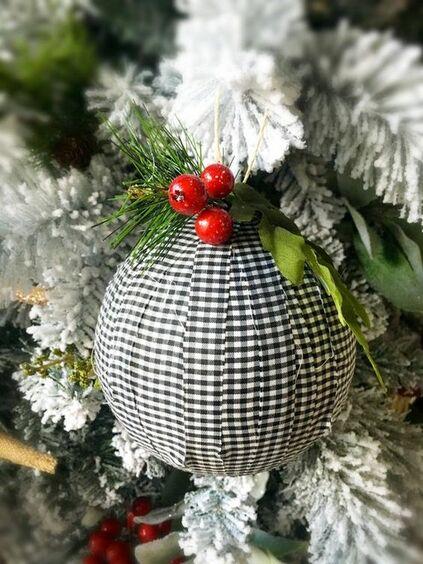 bolas de natal - bola de natal com tecido branco e preto