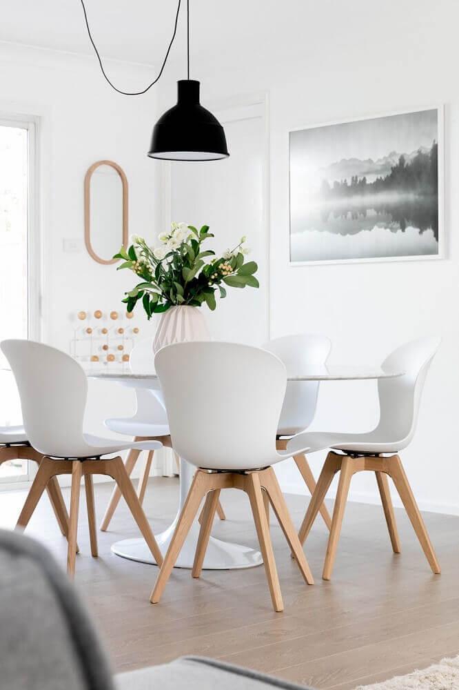 cadeiras para sala de jantar modernas decorada com pendente preto Foto Pinterest