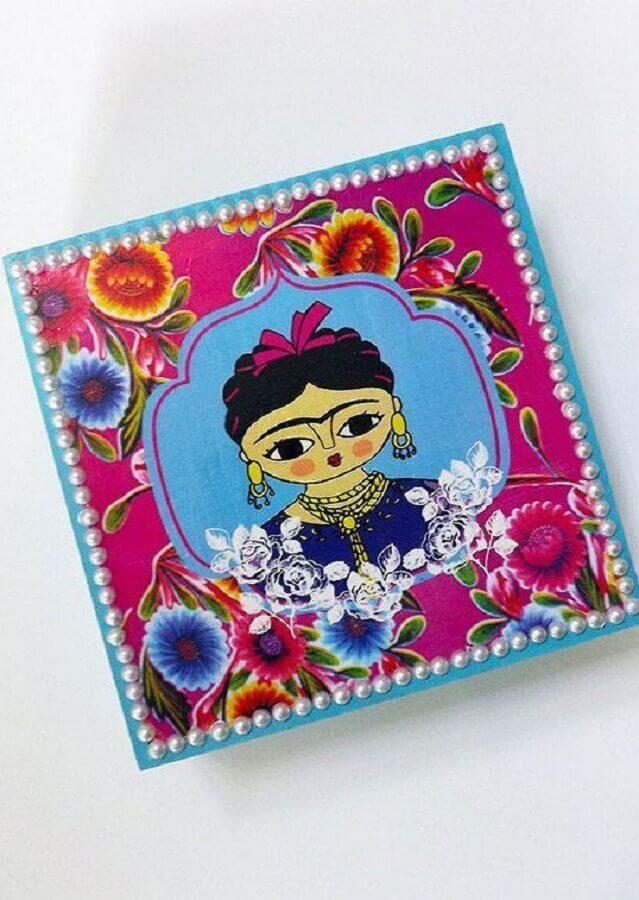 caixa de madeira decorada com desenho da Frida Foto Pinterest