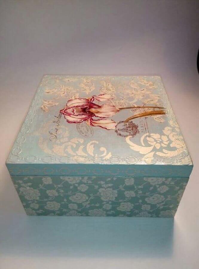 caixa de madeira decorada com estilo clássico Foto Pinterest