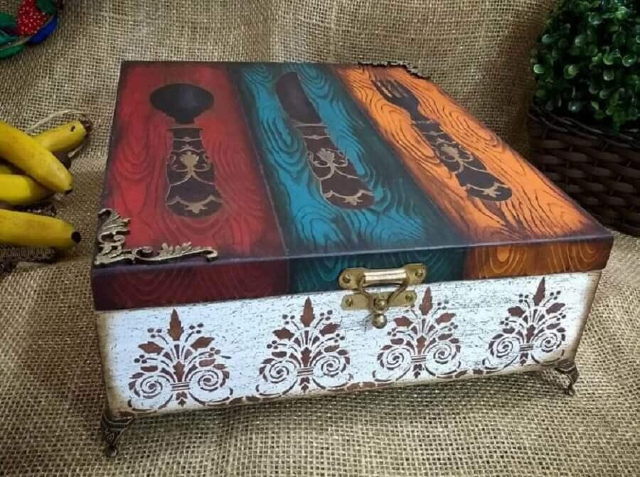caixa de mdf decorada com estilo envelhecido Foto Ateliê Kênia Guimarães