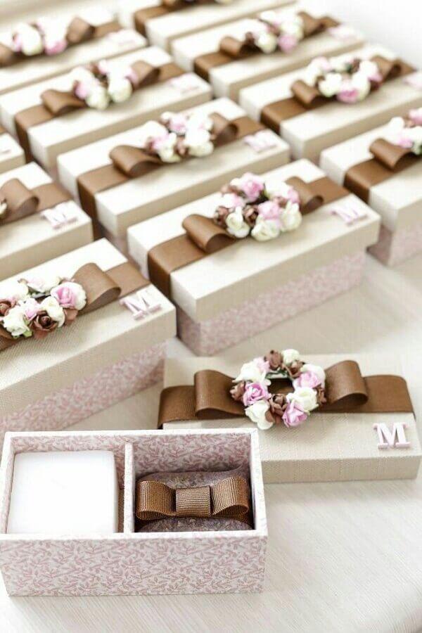 caixa de mdf para aniversário decorada com fita de cetim Foto Pinterest