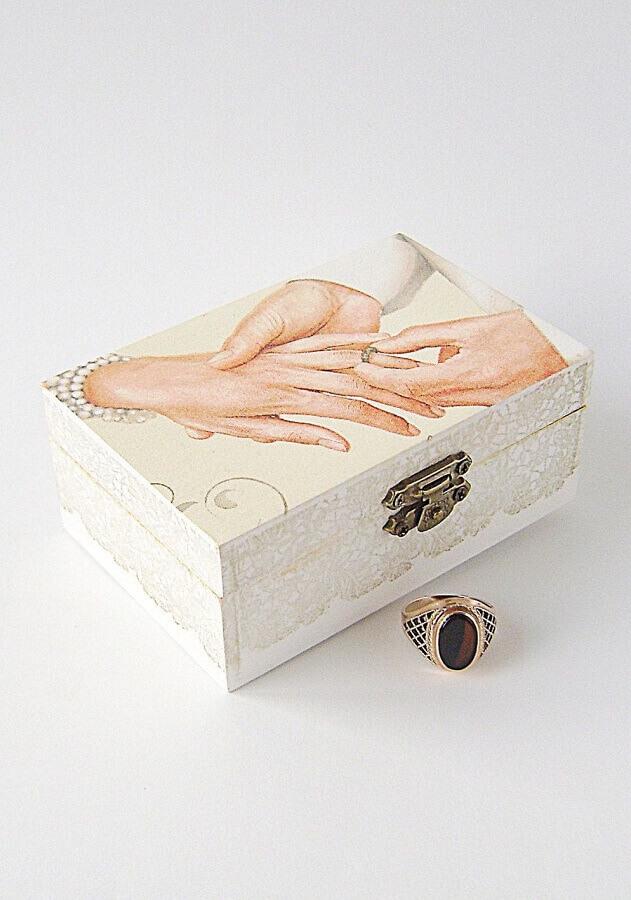 caixinha de MDF decorada para aliança de casamento Foto Pinterest