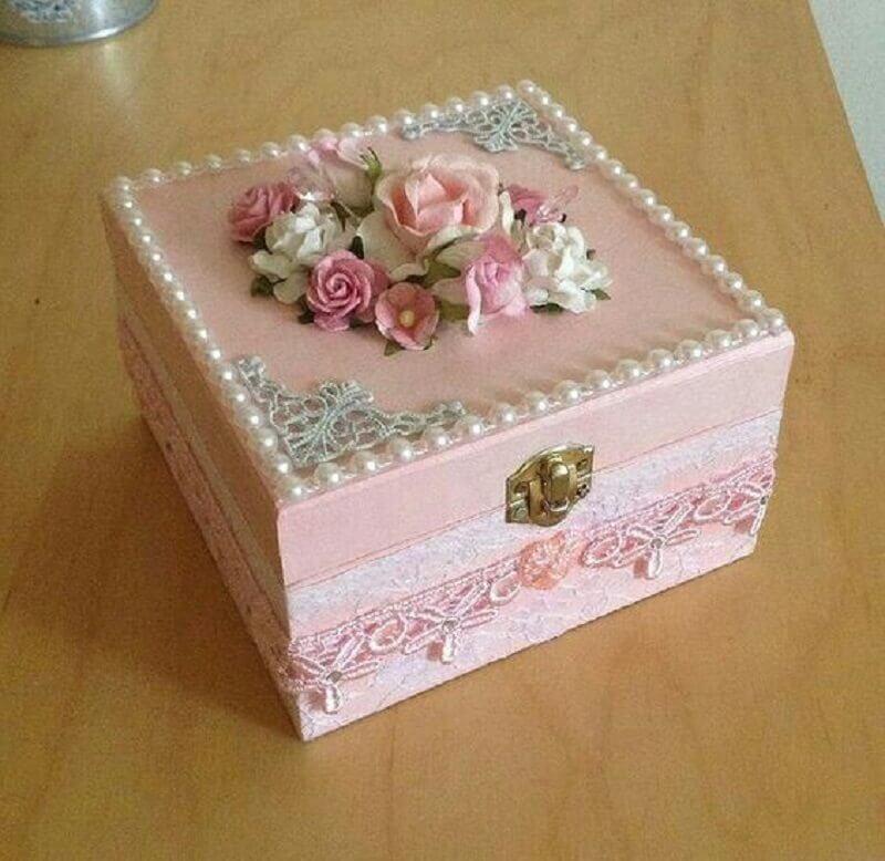 caixinha de mdf decorada com pérolas e renda Foto Pinterest