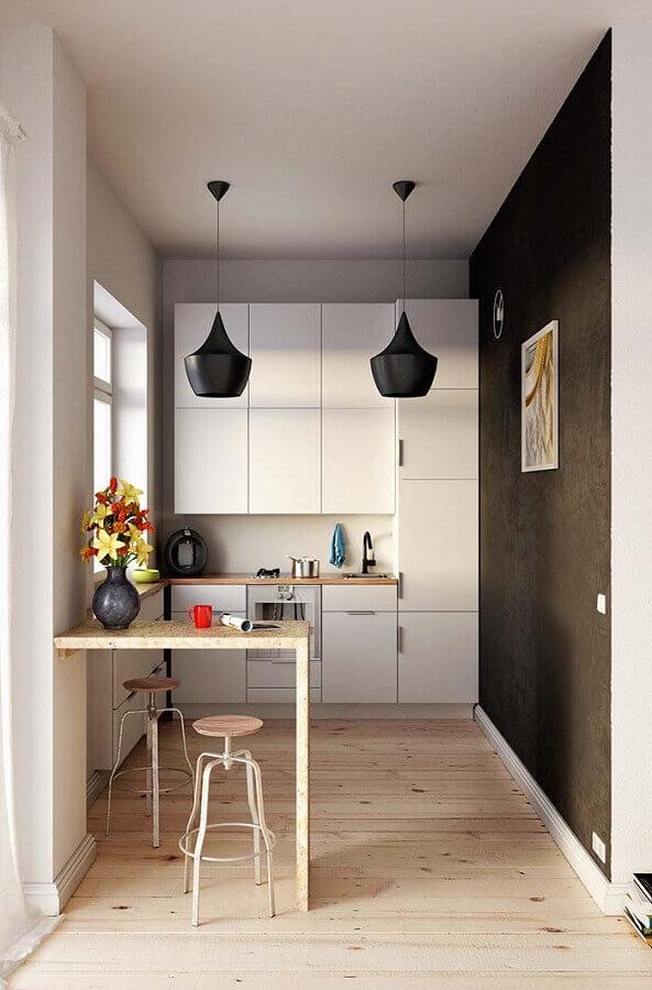 cozinha americana planejada pequena com balcão pequeno e pendentes pretos Foto Behance