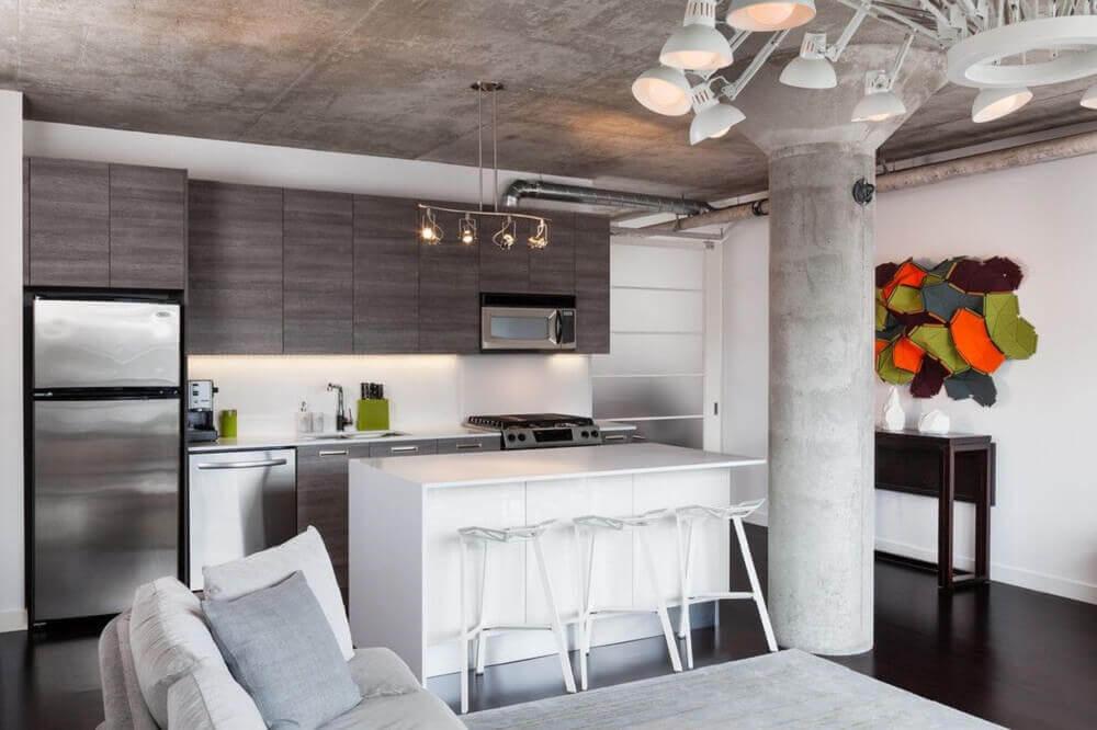 cozinha integrada com sala de estar com decoração moderna Foto Architizer