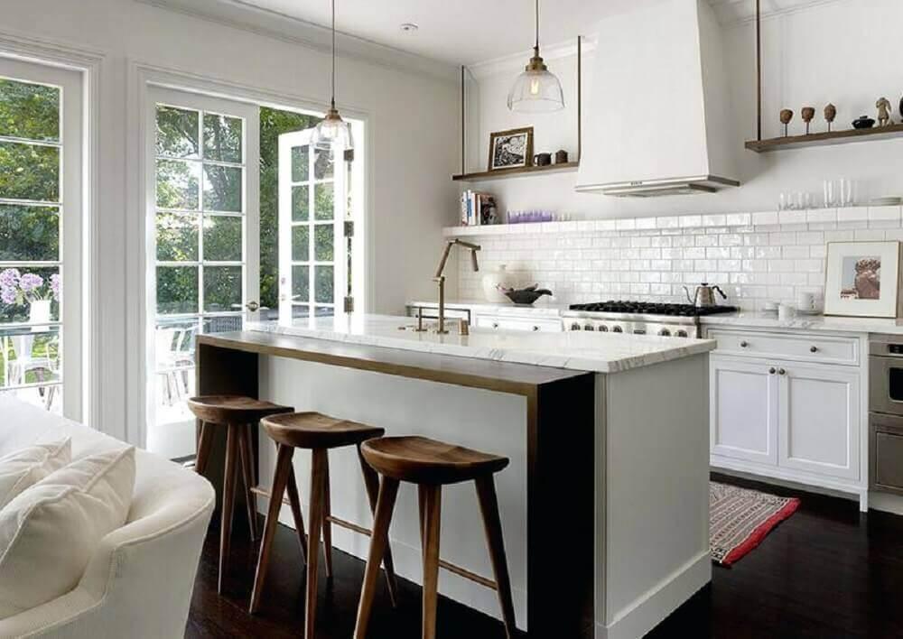 cozinha integrada com sala de estar decorada com ilha Foto Pinterest
