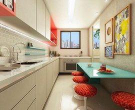 cozinha pequena decorada com armário de cozinha planejado branco e mesa azul Foto Poligonus Arquitetura