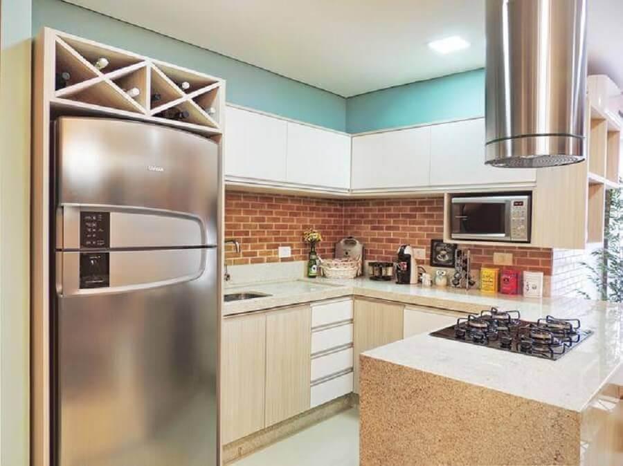 cozinha pequena planejada com parede de tijolinho à vista Foto Only Design de Interiores + Arquitetura