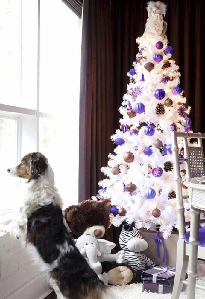 white christmas tree decoration with purple and gold ornaments Foto Pinterest