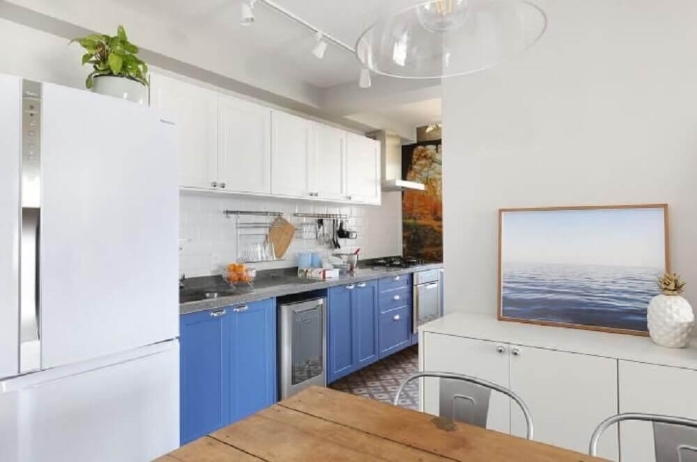 decoração armário de cozinha planejado branco e azul Foto Antonio Armando de Araujo