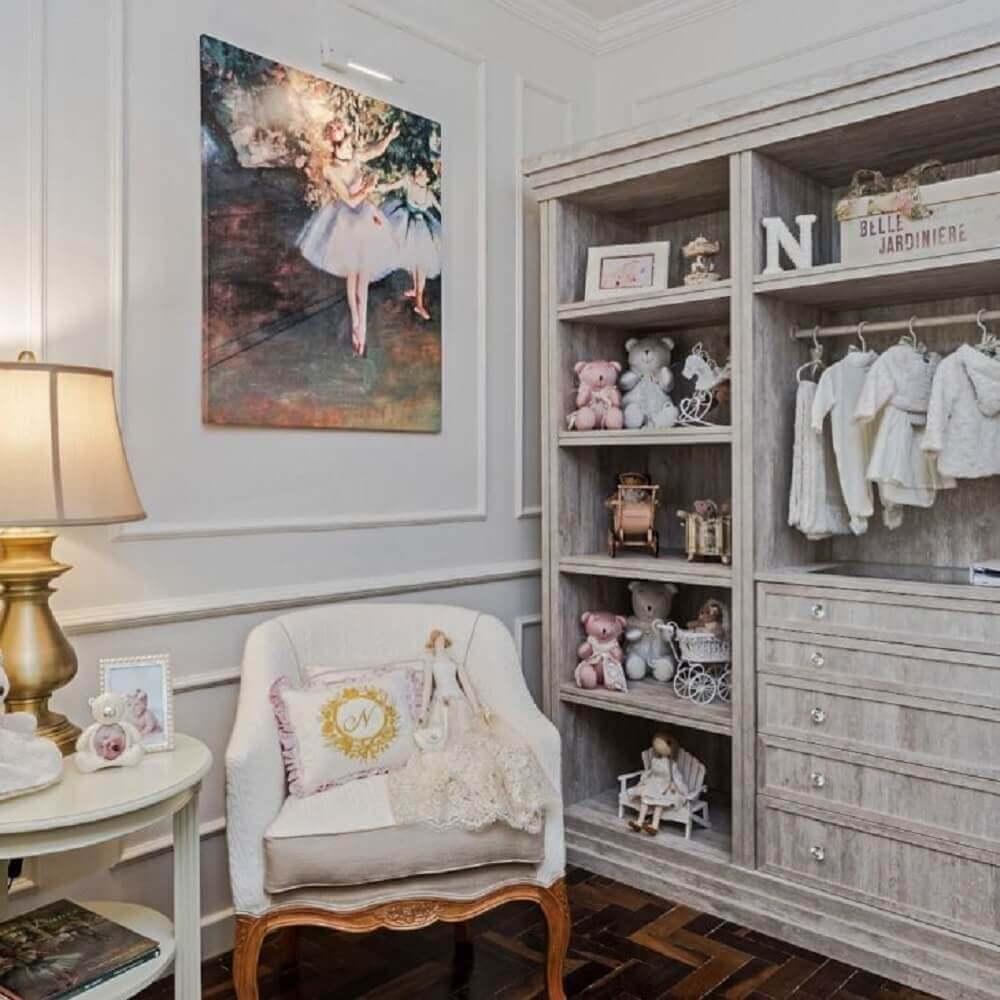 decoração clássica para quarto de bebê com moldura de parede Foto Janaina Macedo Interiores