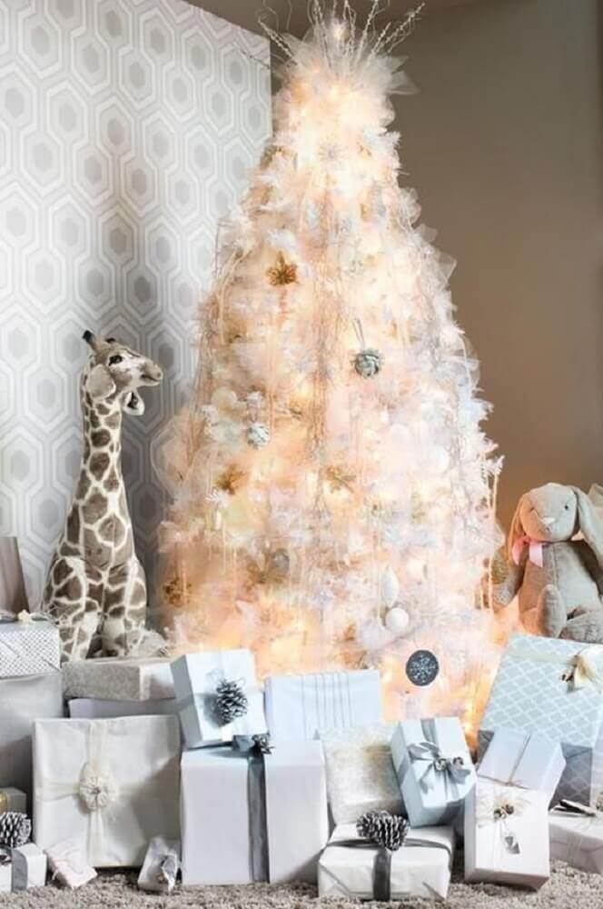 clean decoration with white Christmas tree Foto Pinterest