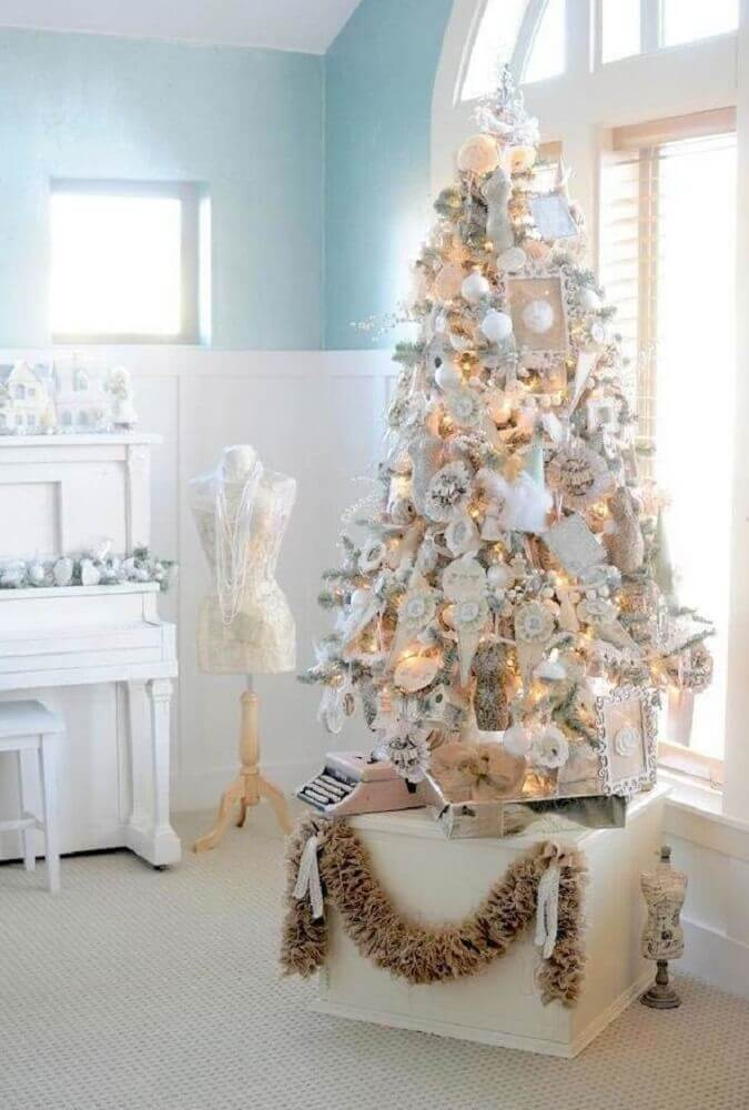 clean decoration with white Christmas tree decorated Foto Carmen Hummer