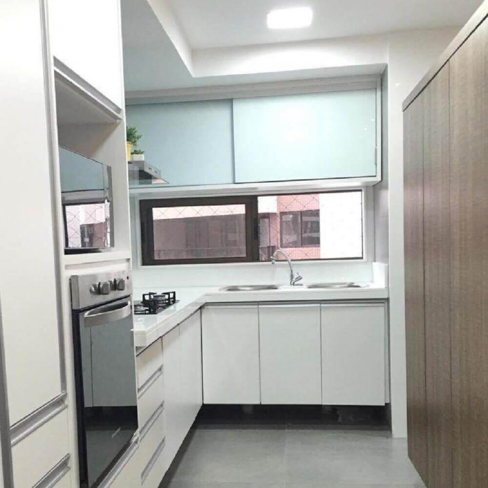 decoração clean com armário planejado para cozinha pequena Foto Plural Consultoria e Arquitetura Criativa
