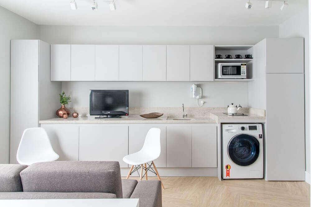 decoração clean para cozinha com área de serviço e sala integrada Foto Renata Romeiro