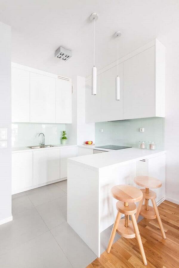 decoração clean para cozinha planejada para apartamento pequeno com piso de madeira Foto Pinterest