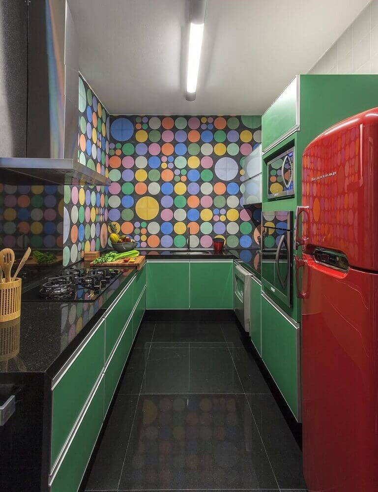 decoração com armário de cozinha planejado verde Foto Nara Cunha