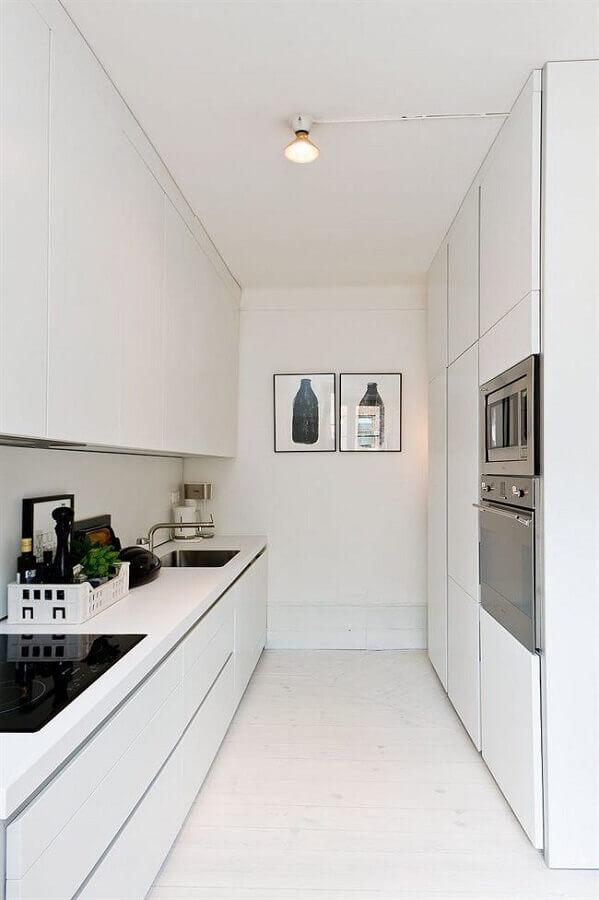 decoração com armários brancos para cozinha planejada pequena Foto Pinterest