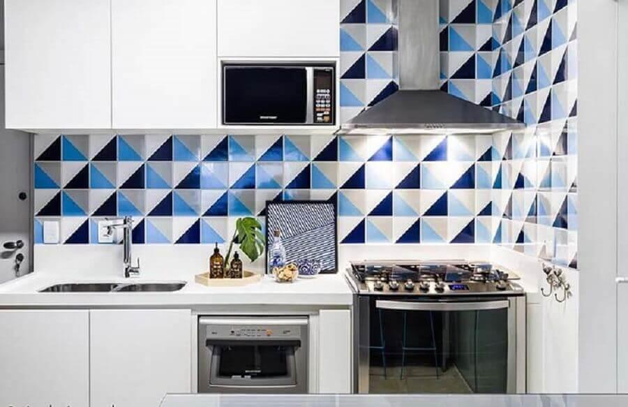 decoração com azulejo colorido para cozinha pequena planejada Foto The Holk