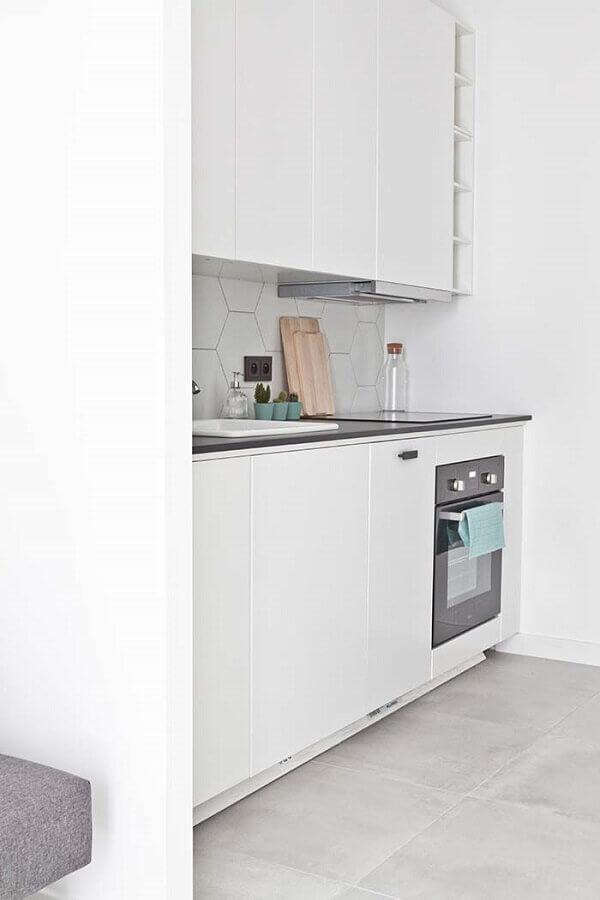 decoração com azulejo em formato hexagonal para cozinha planejada pequena Foto Pinterest