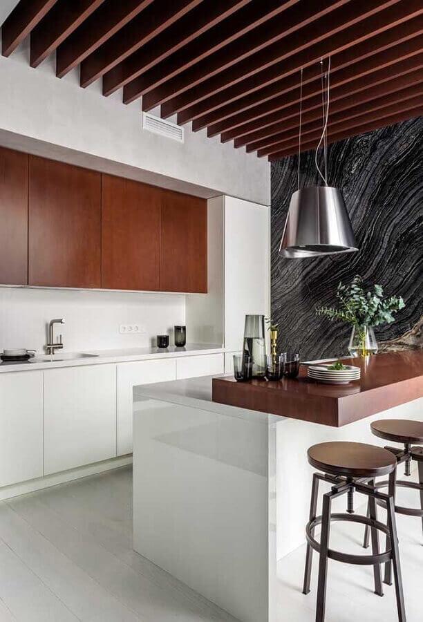 decoração com banquetas de madeira para cozinha planejada moderna Foto Pinterest