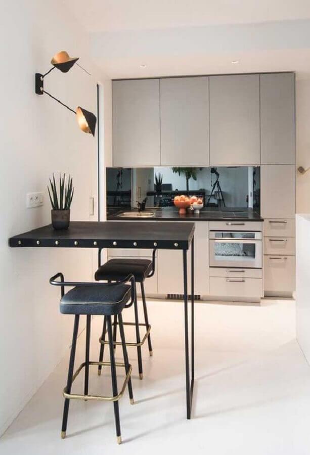 decoração com banquetas para cozinha moderna com móveis planejados Foto Pinterest