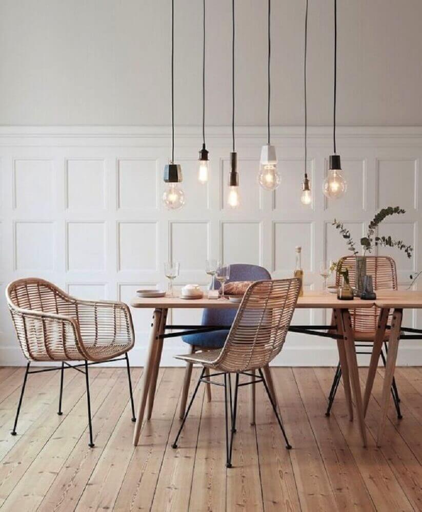 decoração com cadeiras de vime e pendente para sala de jantar moderna Foto Pinterest