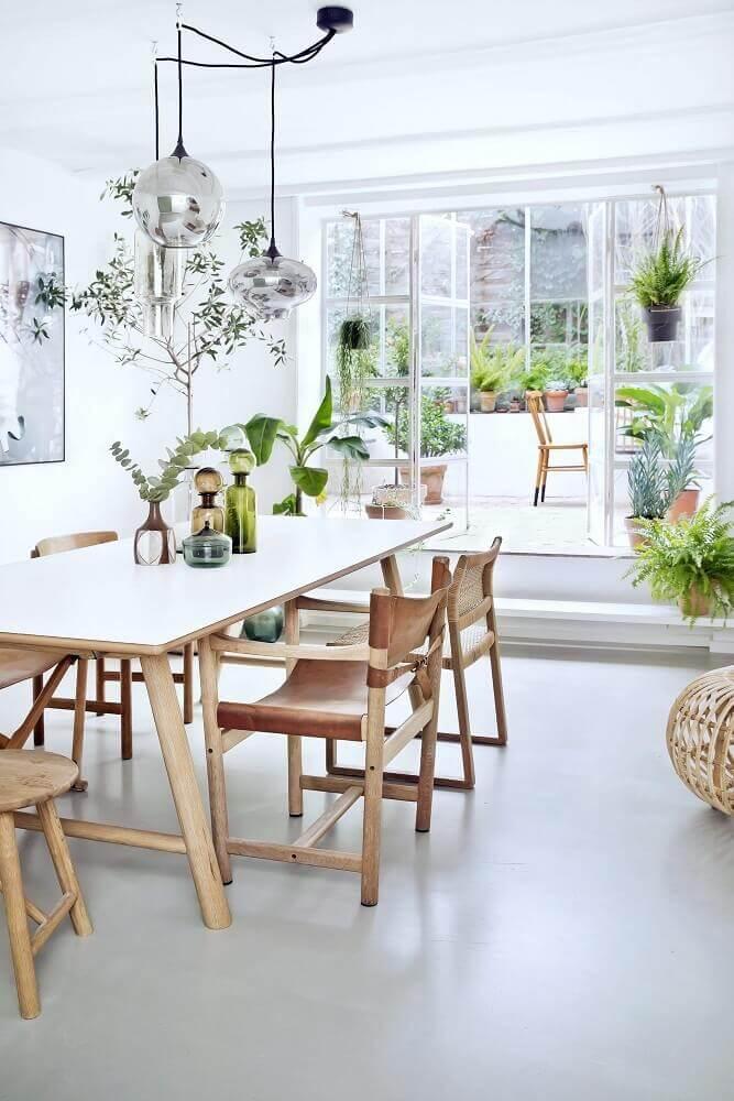 decoração com cadeiras para sala de jantar modernas e pendentes redondos Foto Pinterest
