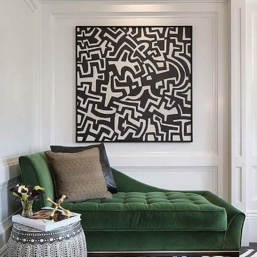 decoração com divã verde e boiserie na parede com quadro Foto Tineke Triggs