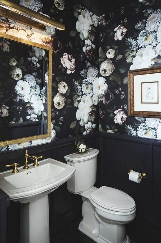 decoração com papel de parede com flores para banheiro preto Foto Decoration Maison