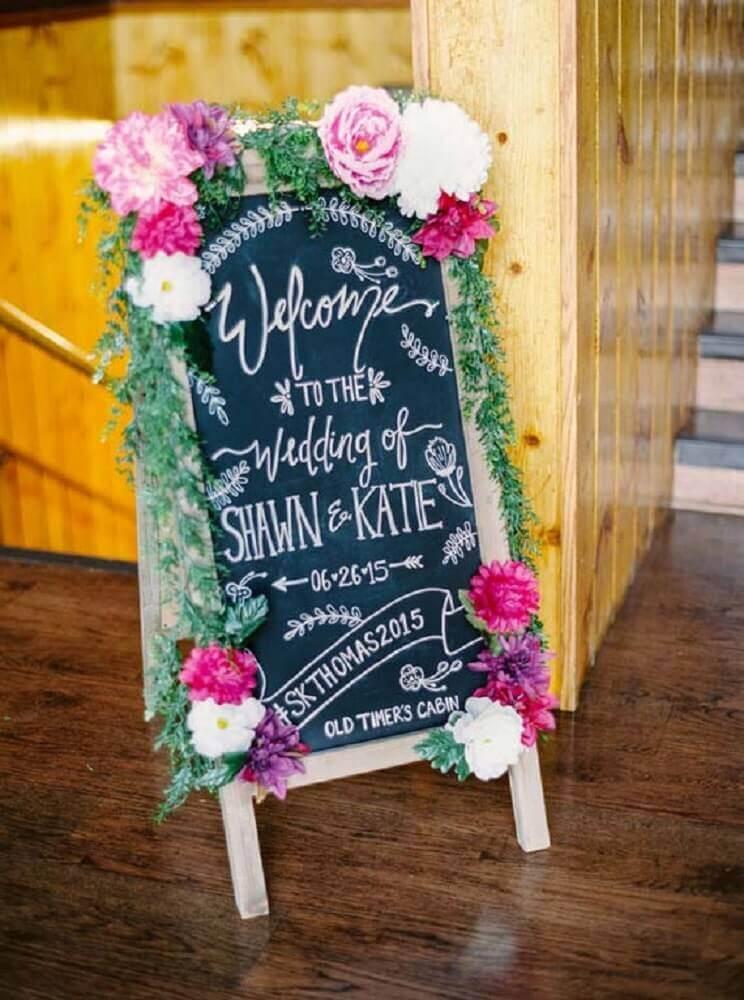 decoração com plaquinhas para casamento Foto Pinterest
