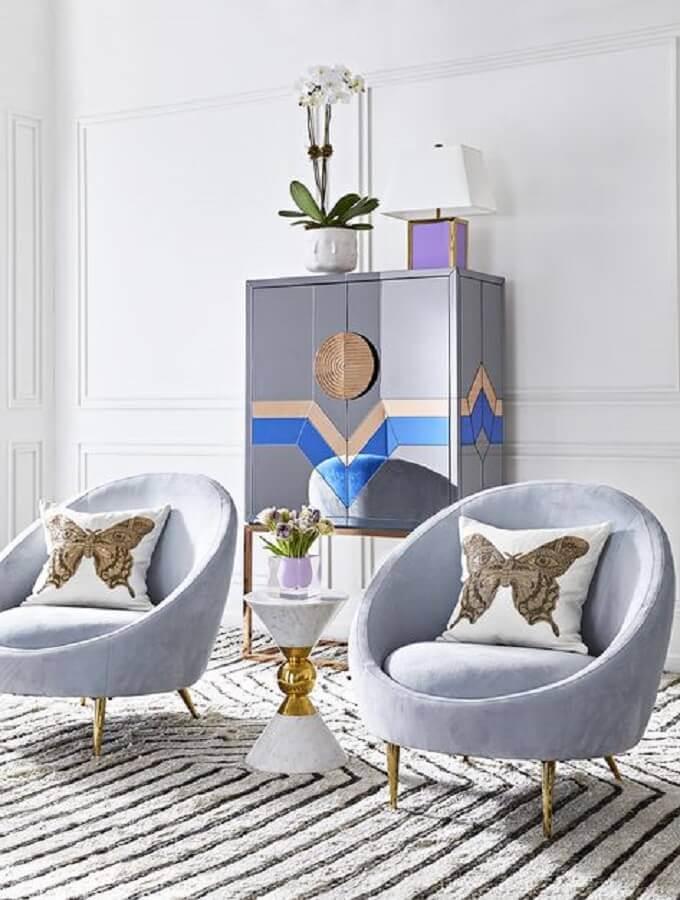 decoração com poltrona moderna azul e moldura de parede Foto Pinterest