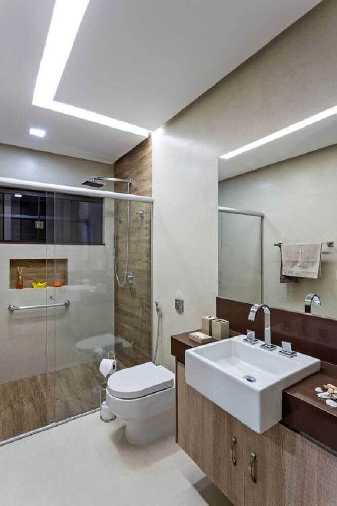 decoração com revestimento em madeira e armário planejado para banheiro Foto Pinterest