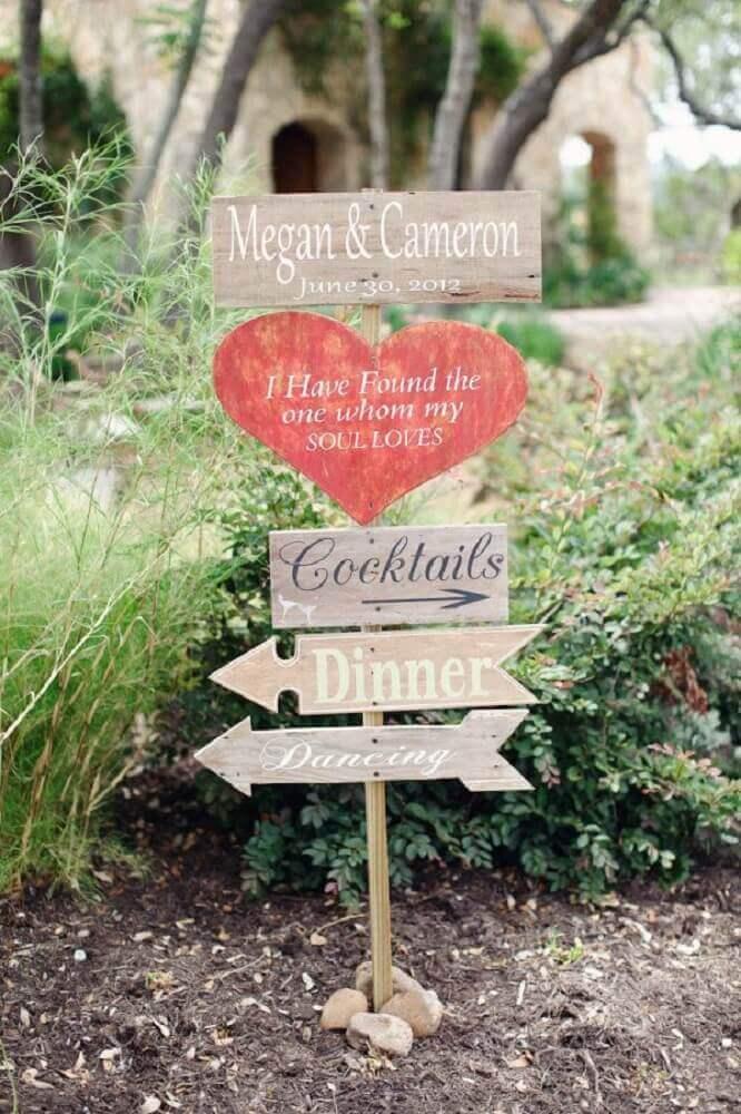 decoração de casamento com modelos diferentes de plaquinhas para festa Pinterest