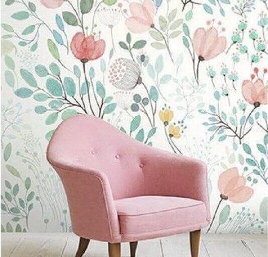 decoração delicada com papel de parede floral e poltrona rosa Foto We Heart It
