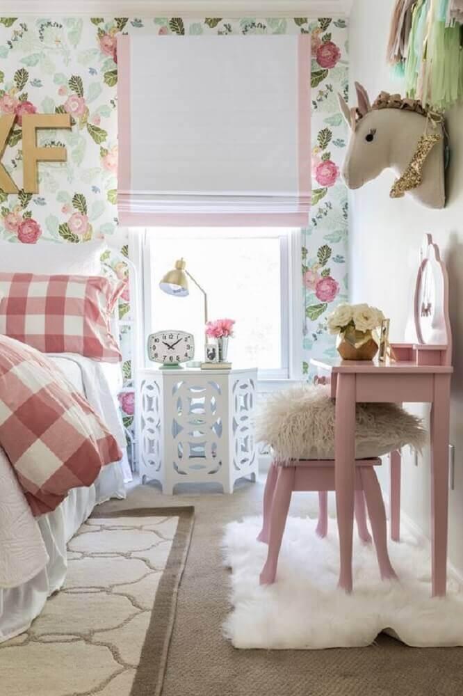 decoração delicada com papel de parede floral para quarto Foto Unique Inspirations