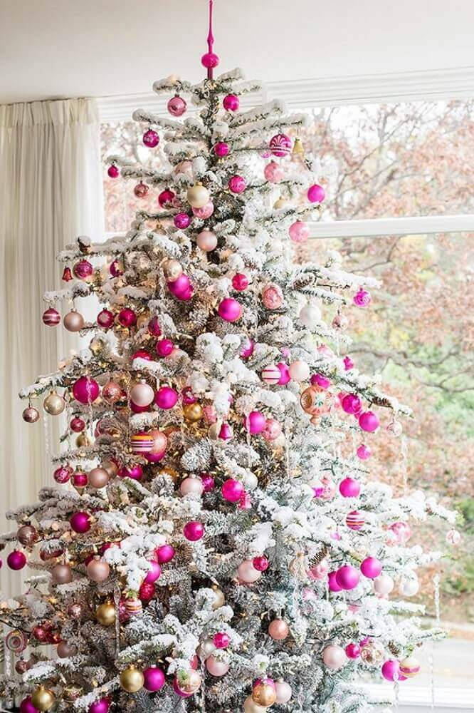 delicate decoration for white Christmas tree with balls in various shades of pink Foto Lovingit