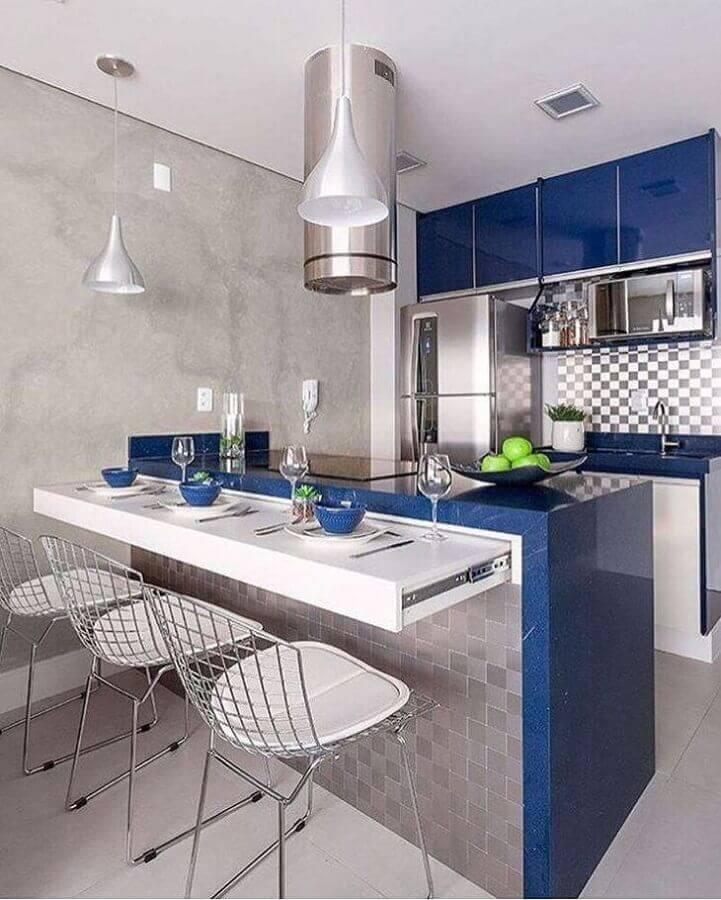 decoração em tons de azul e cinza para cozinha planejada pequena com balcão Foto Monise Rosa Arquitetura e Interiores