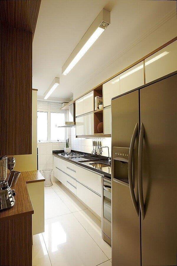 decoração em tons neutros para cozinha pequena planejada Foto Macedo & Covolo Arquitetura