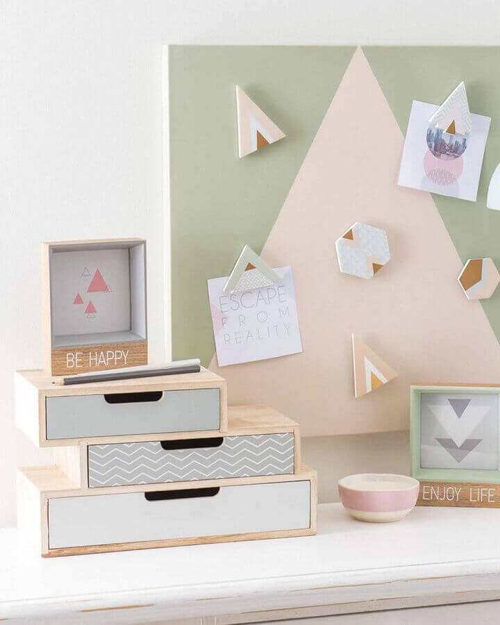 decoração minimalista com caixa de madeira decorada em tom pastel Foto Les Idées de ma maison
