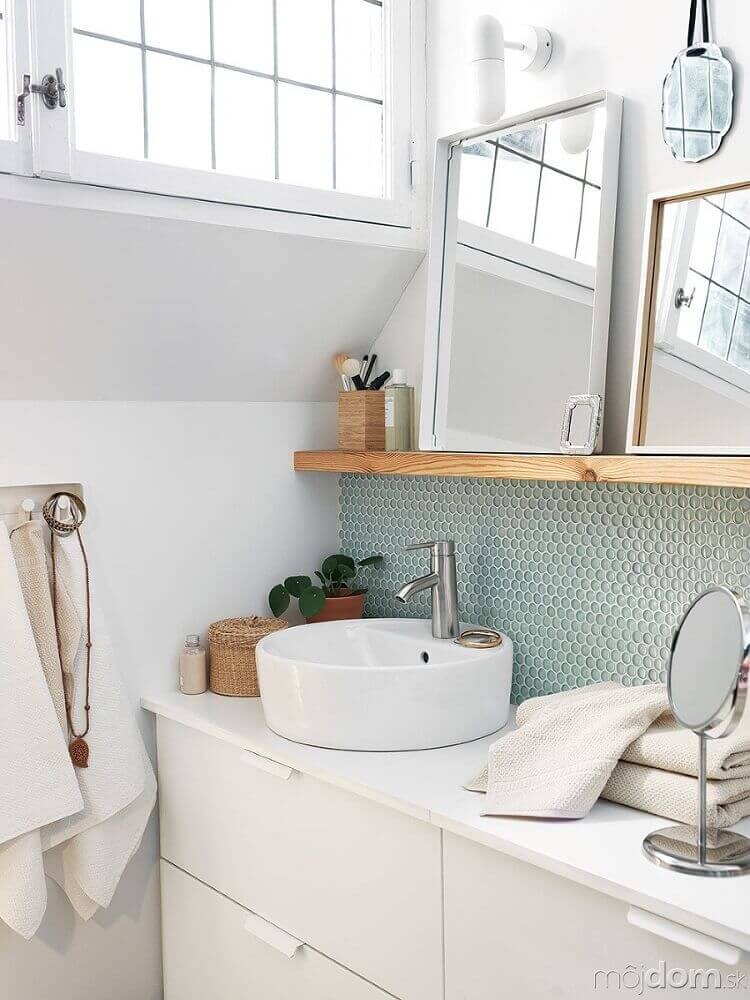 decoração minimalista para banheiro com faixa de pastilha com desenho hexagonal Foto Garten Design