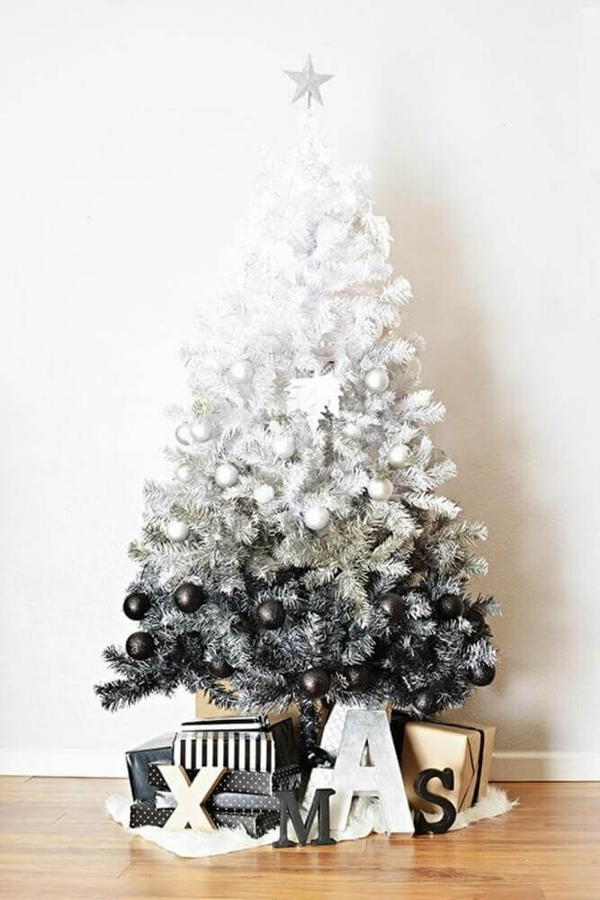 modern decoration with black and white Christmas tree Foto Navidad