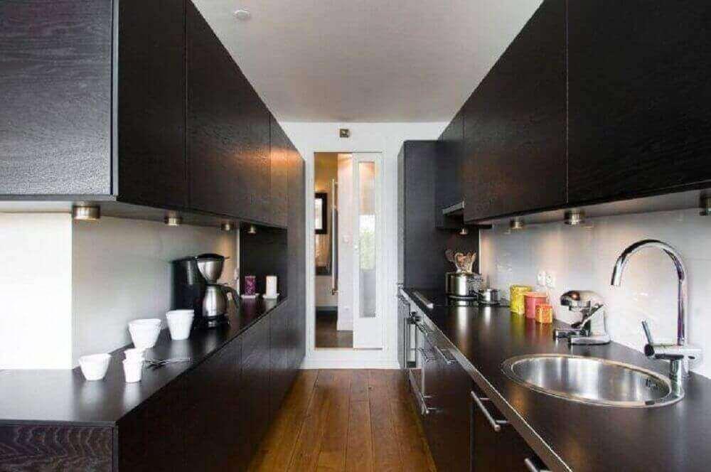 decoração moderna com armário de cozinha planejado preto Foto Manuel Sequeira Architecte
