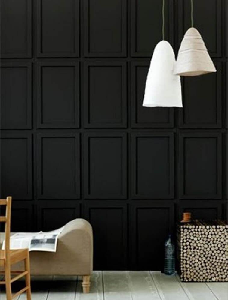 decoração moderna com boiserie pintado de preto e pendentes brancos Foto Pinterest