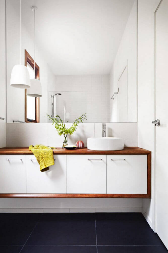 decoração moderna para banheiro planejado com pendente branco Foto Wodfreview