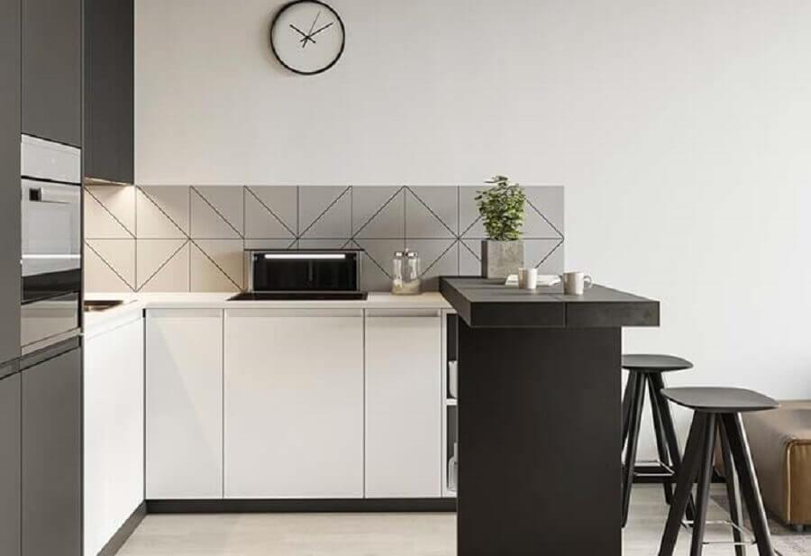 decoração moderna para cozinha planejada pequena com balcão preto Foto Pinterest