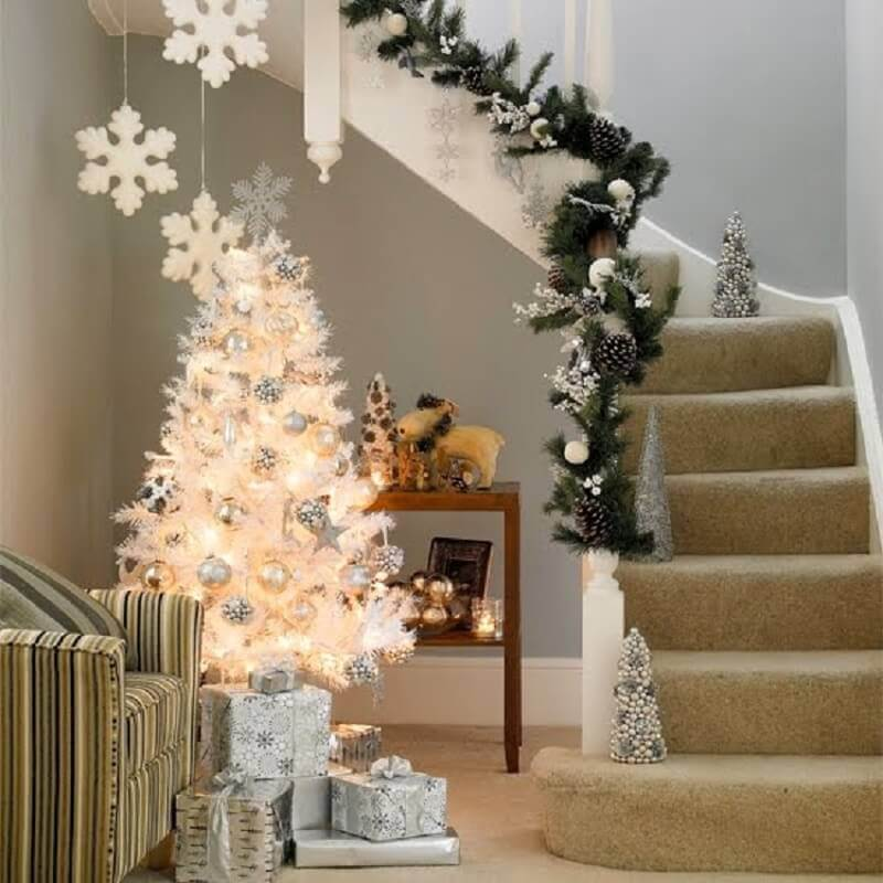 Christmas decoration with Christmas tree and golden items Foto Always in Trend