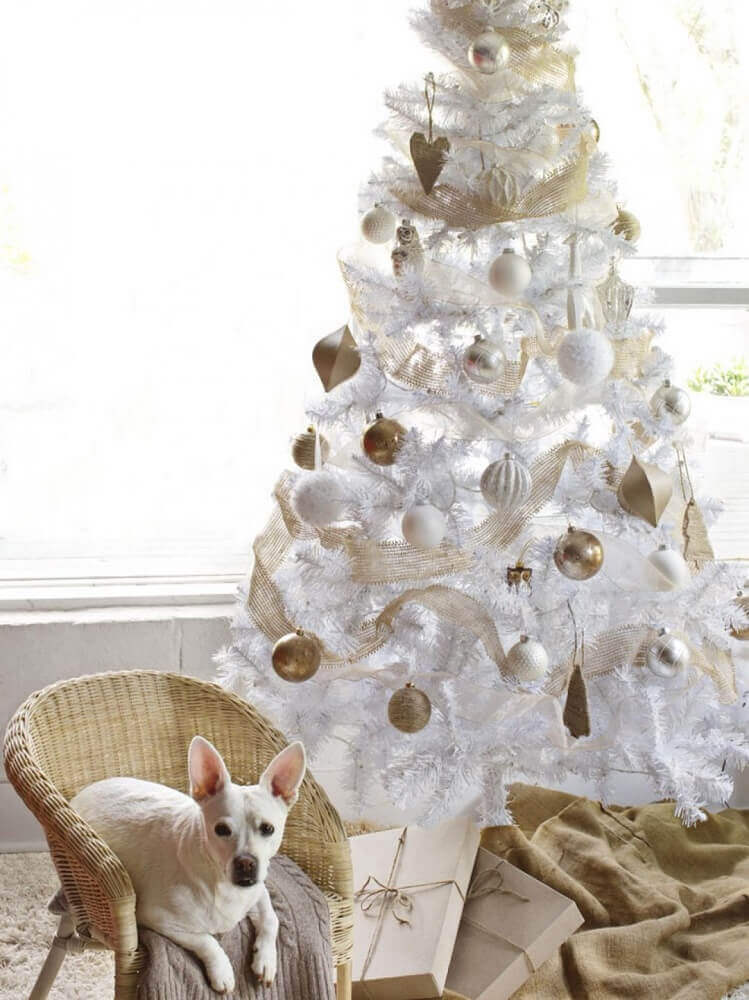 white Christmas tree decoration with golden and white ornaments Foto Chrismast Cards Ideas