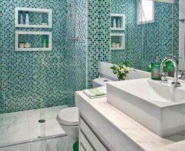 decoração para banheiro com pastilha verde e nichos embutidos Foto Pinterest